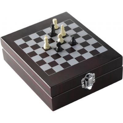 Image of Wine set with chess-game
